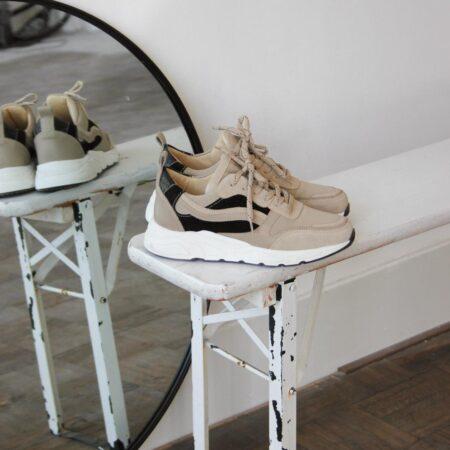 Sneakers Beige Black Juul&Belle